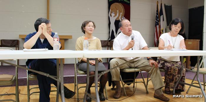 (左から)パネリストの松本健医師、臨床心理士の池田啓子氏、ロナルド重松医師、日本語通訳を務めた瀬尾真砂乃氏