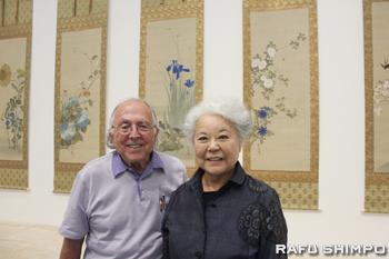JACCCで貯蔵品の掛け軸を展示した日本美術収集家のジョー・プライス夫妻