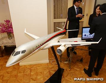 会場に展示された「三菱リージョナルジェット」の模型