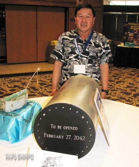 Vice President Takashi Kushi with the Terminal Islanders time capsule. (J.K. YAMAMOTO/Rafu Shimpo)