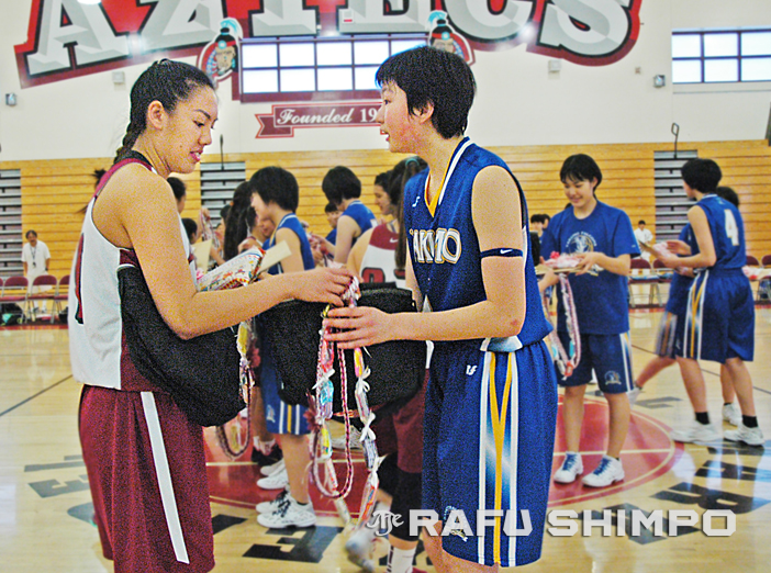 Keppel senior Sophia Song and Yakumo's Ririka Okuyama exchange gifts prior to the start of the game, won by Yakumo, 100-3