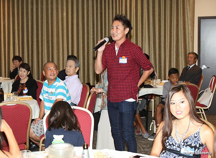 自己紹介をする香川県人会の会員