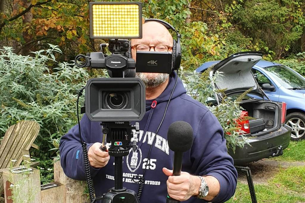 Ralph Stoové in de media betekent dat hij zelf ook voor de camera en microfoon staat om geïnterviewd te worden