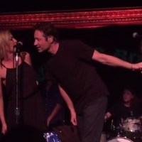 Gillian Anderson & David Duchovny Singing Together!