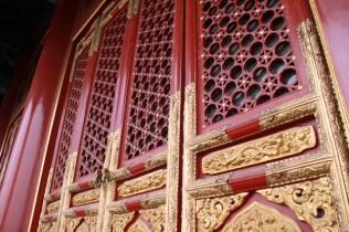Zoom sur les portes du palais de l'Harmonie suprême