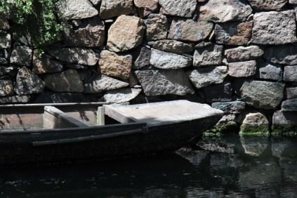 Des petites barques décorent les rivières