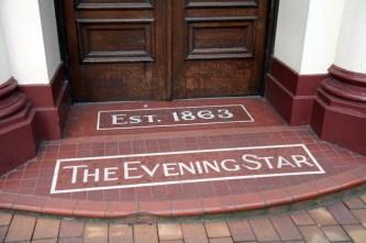 Fronton des premiers bureaux du The Evening Star