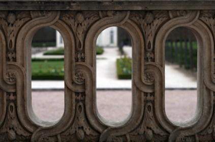 Détails des gravures sur les balustrades du Petit Trianon