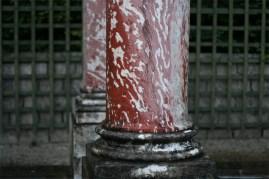 Colonne en marbre rose du Bosquet de la Colonnade
