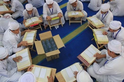 Buat wasiat untuk diri sendiri sebanyak 1/3 kepada sekolah tahfiz quran dan rumah anak yatim.