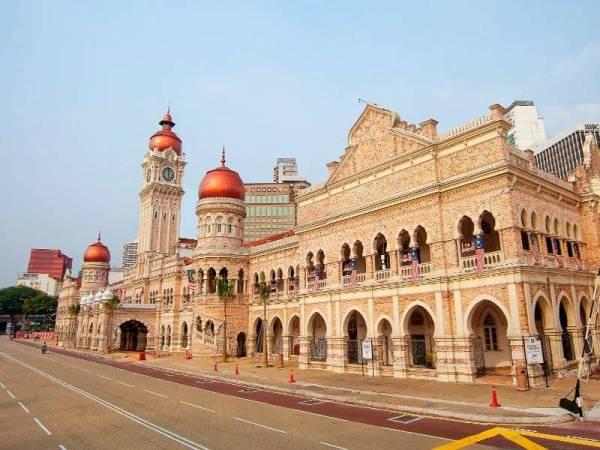 Bangunan Sultan Abdul Samad adalah satu daripada peninggalan sejarah untuk tarikan pelancong.
