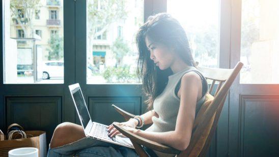 Mrmbuat blog membolehkan anda berhubung dengan luar secara online.