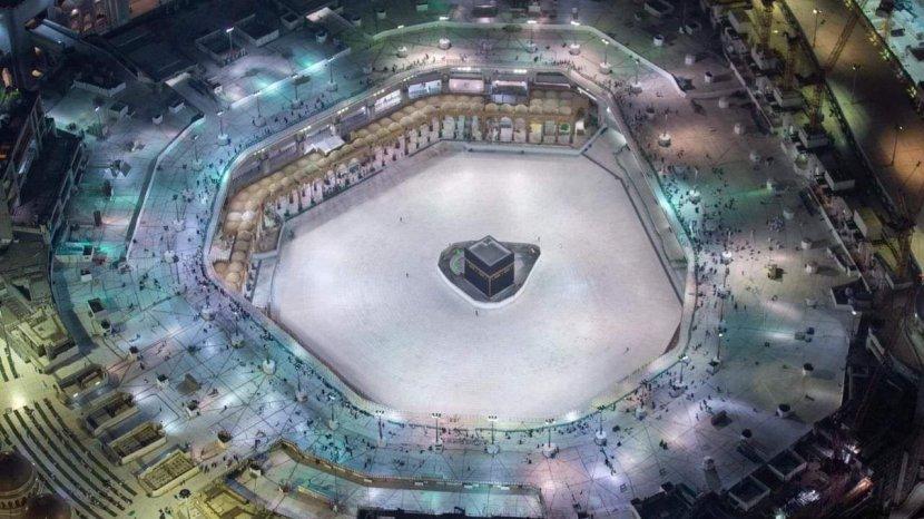 Masjid Al-Haram hampir kosong kesan larangan memasuki kota Mekah untuk umrah.