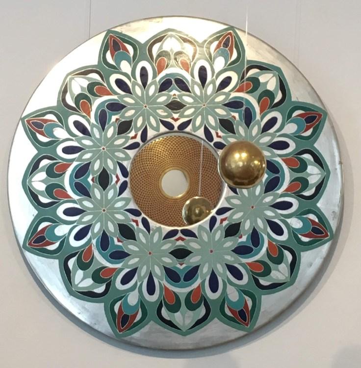 Weissblattvergoldeter Spiegel mit Orientalischem Radierornament