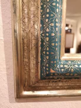 Detailansicht von gestochenem und radiertem Ornament auf einem Renaissanceprofil