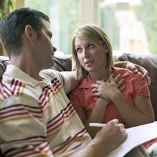 زوجان يتكلمان