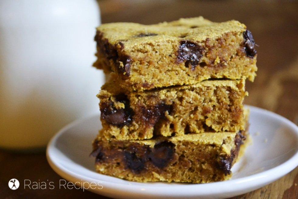 These gooey, delicious Chocolate Chip Pumpkin Bars are gluten-free, dairy-free, egg-free, and have no refined sugar! RaiasRecipes.com