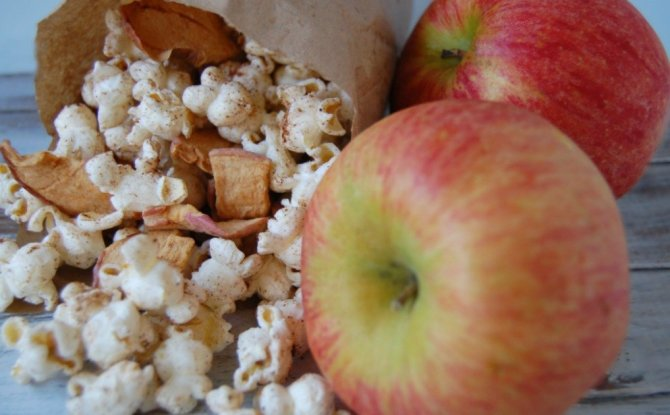 Apple Pie Popcorn from the Pistachio Project at Allergy Free Thursdays weekly gluten-free linky party. | RaiasRecipes.com