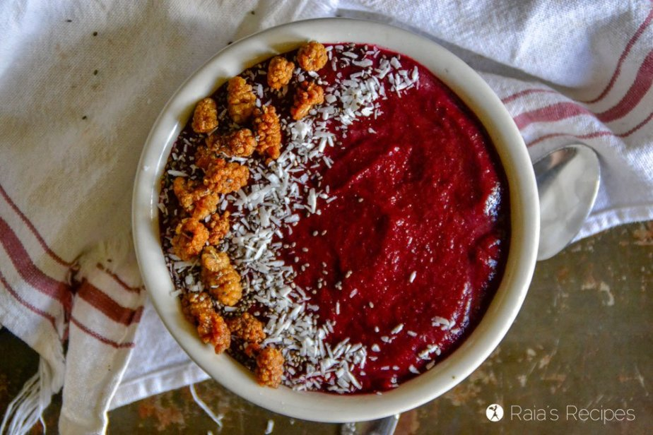 Beets & Berries Smoothie Bowl 2