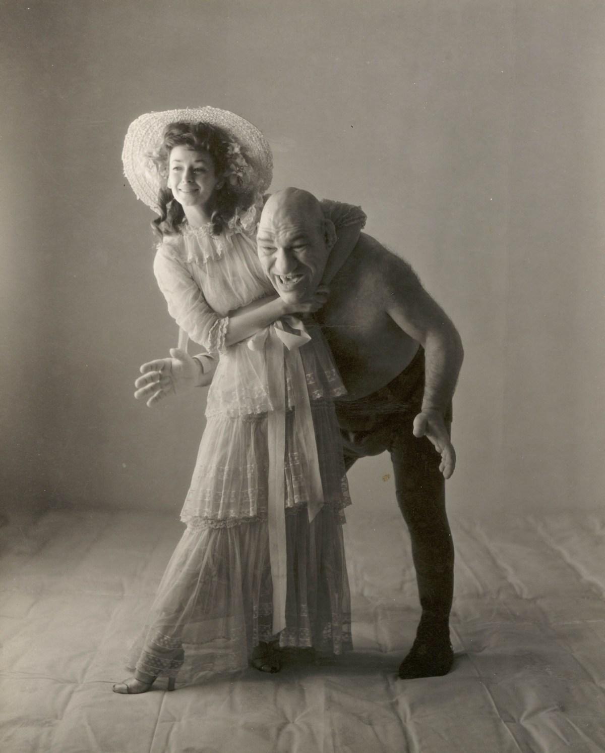 Dorian Leigh y Maurice Tillet. Foto: Irving Penn, 1945