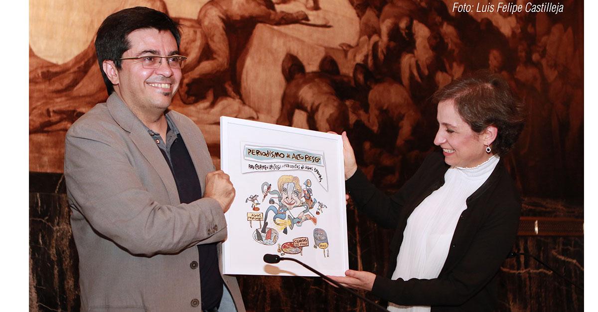 Carmen Aristegui recibió el premio a la libertad de expresión en el Ayuntamiento de Barcelona