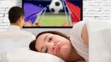 """صورة هل زوجك """"مهووس"""" بكرة القدم؟"""