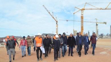 صورة والي الجهة وعامل الإقليم في زيارة لمشاريع منارة المتوسط