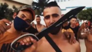 صورة فيديو كليب لأغنية راب بسيوف وأسلحة بيضاء تثير الخوف بالعرائش