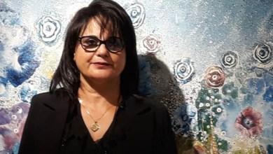 صورة الفنانة التشكيلية أمال عزمي .. أميرة تتربع على عرش لوحاتها