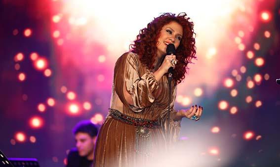 لينا شاماميان تسحر جمهورها المصري بحفل كامل العدد في مسرح الزمالك
