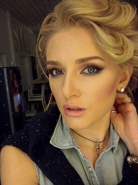 35 frumoase de ani femei poze Poze fete