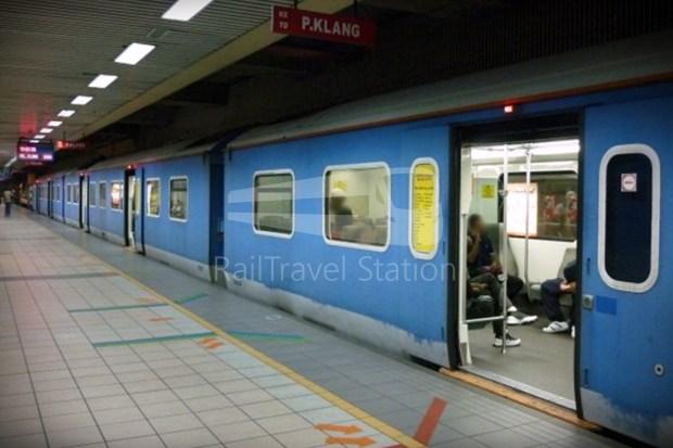 82 Class Hybrid Train 04