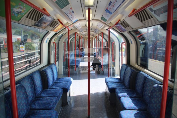 Central Line Ealing Broadway Notting Hill Gate 008