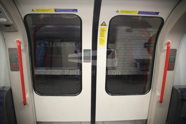 Central Line Ealing Broadway Notting Hill Gate 018