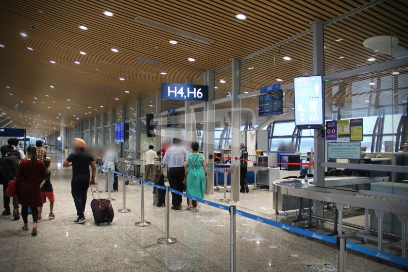 Malaysia Airlines MH607 KUL SIN 016
