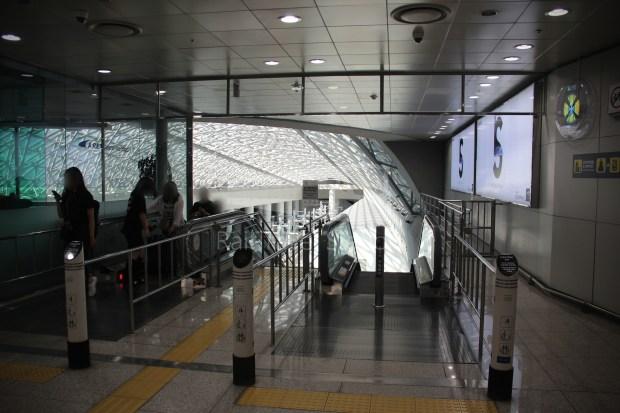 AREX Express Train Incheon International Airport Terminal 1 Seoul Station 018