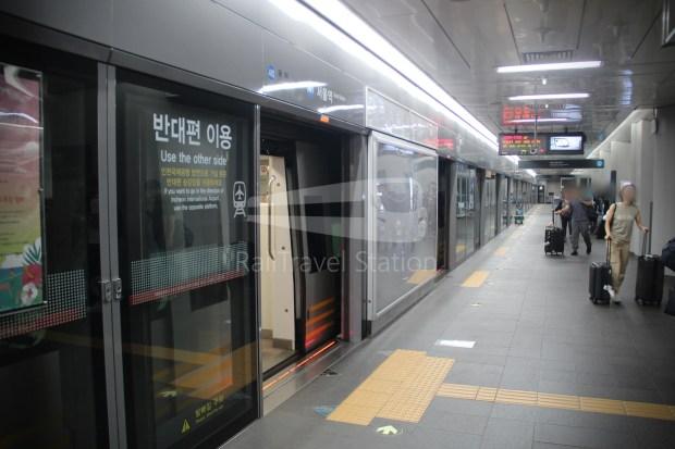 AREX Express Train Incheon International Airport Terminal 1 Seoul Station 083