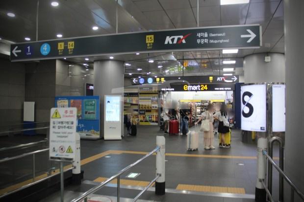 AREX Express Train Incheon International Airport Terminal 1 Seoul Station 087