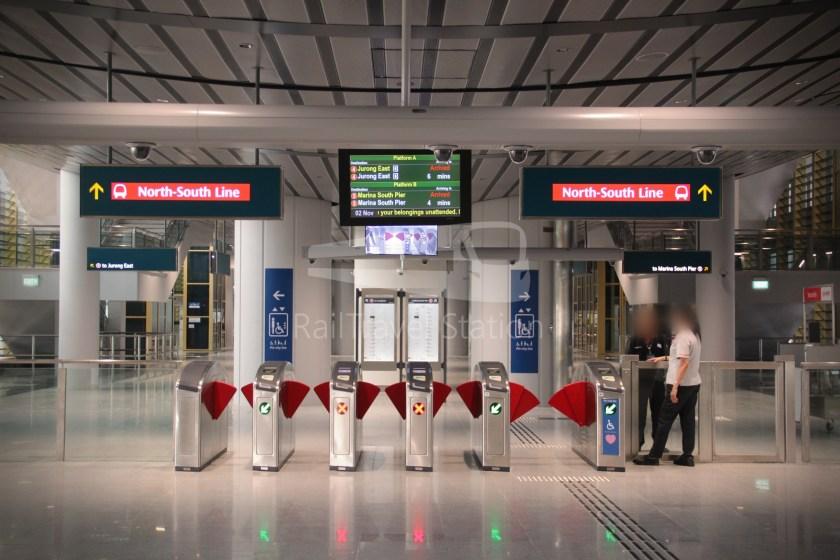 Canberra MRT Station 051