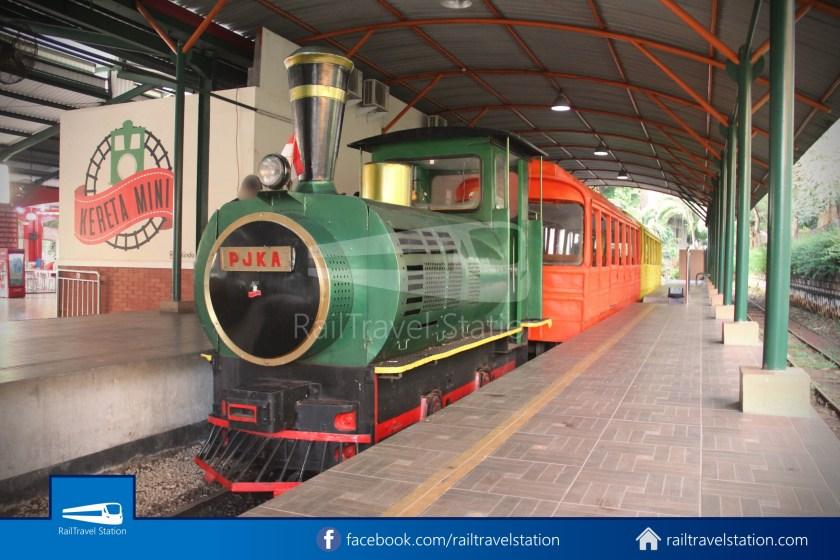 TMII Mini Train 085