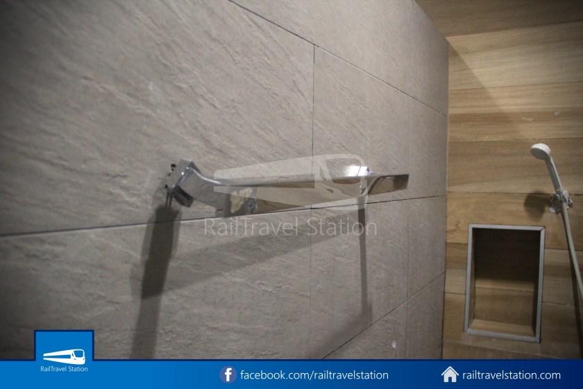 Hua Lamphong Shower Room 007