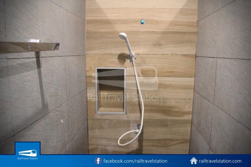 Hua Lamphong Shower Room 008
