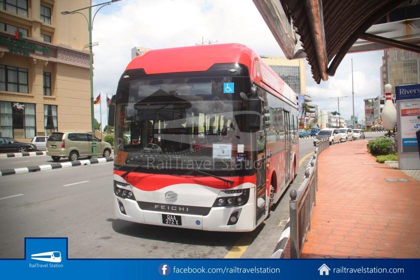 H2 Sarawak Damai Bus at Riverside Majestic 003