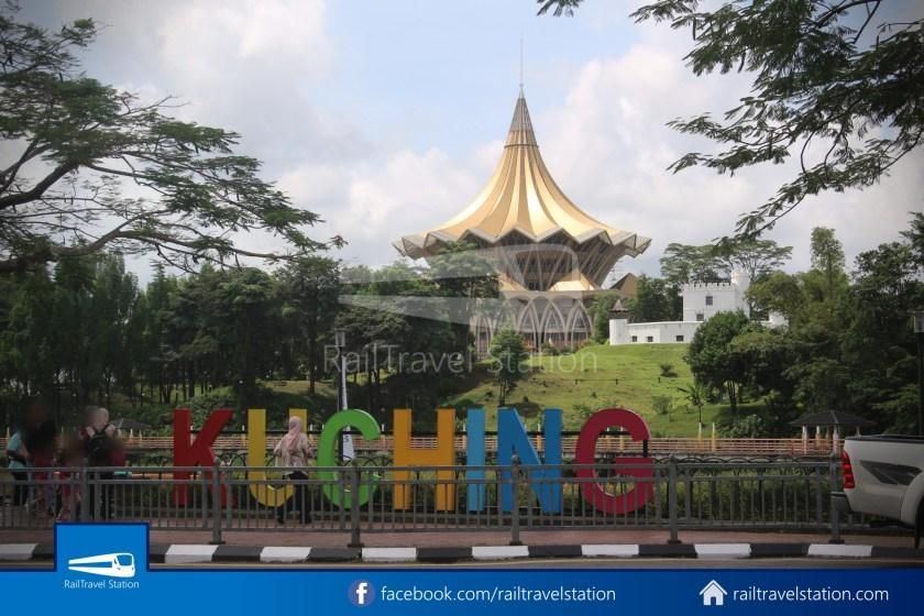 H2 Sarawak Damai Bus at Riverside Majestic 023