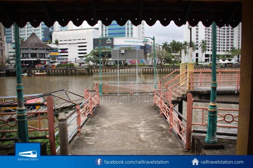 Kuching Penambang Kampung Boyan Waterfront 002