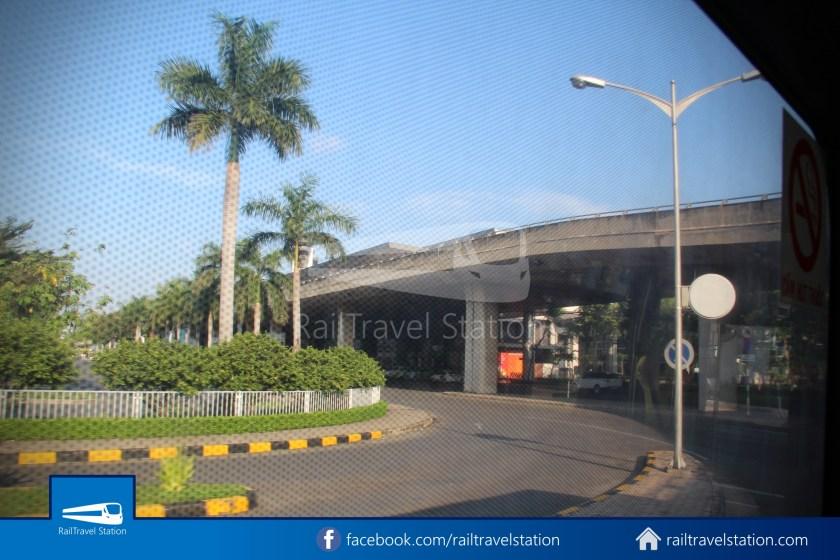 Airport Bus 109 23-9 Park Pham Ngu Lao Tan Son Nhat International Airport 25
