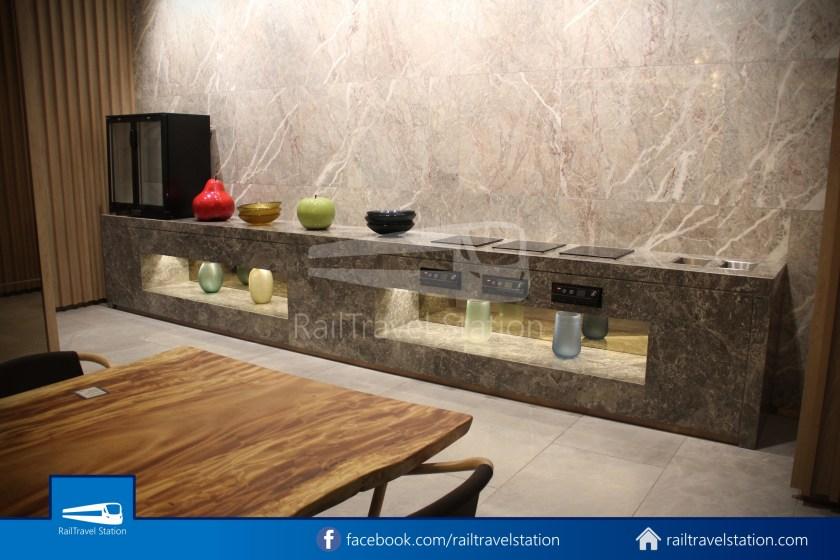Changi Lounge $12 015