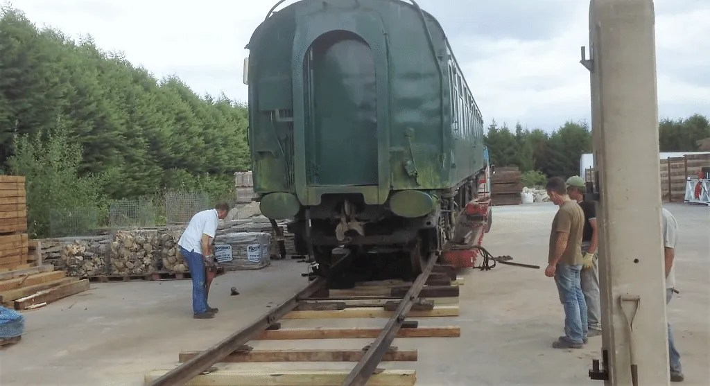 Off loading railway carriage FO S3065