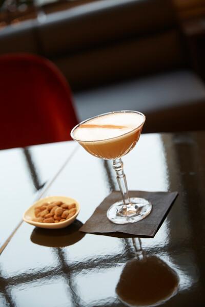 eurostar business lounge cocktails