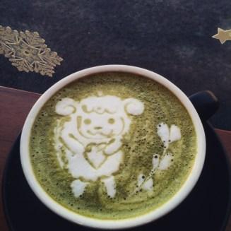 Macha latte foam art.